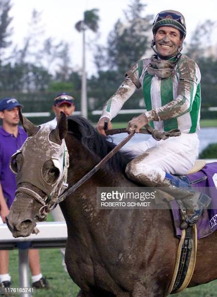 Jockey Gary Stevens smiles as he guides Anees to the winners circle after their victory in the Breeders' Cup Juvenile 06 November 1999 at Gulfstream...