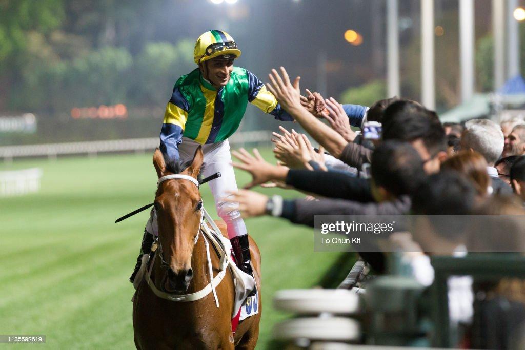 Horse Racing in Hong Kong - Happy Valley Racecourse : ニュース写真