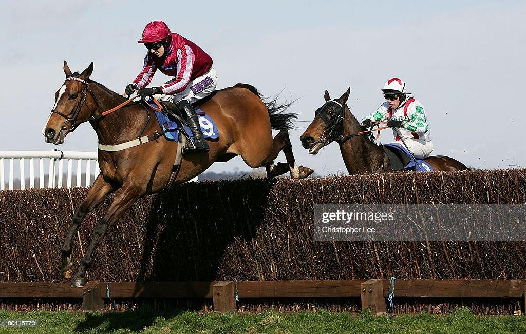 Newbury Races : Nachrichtenfoto