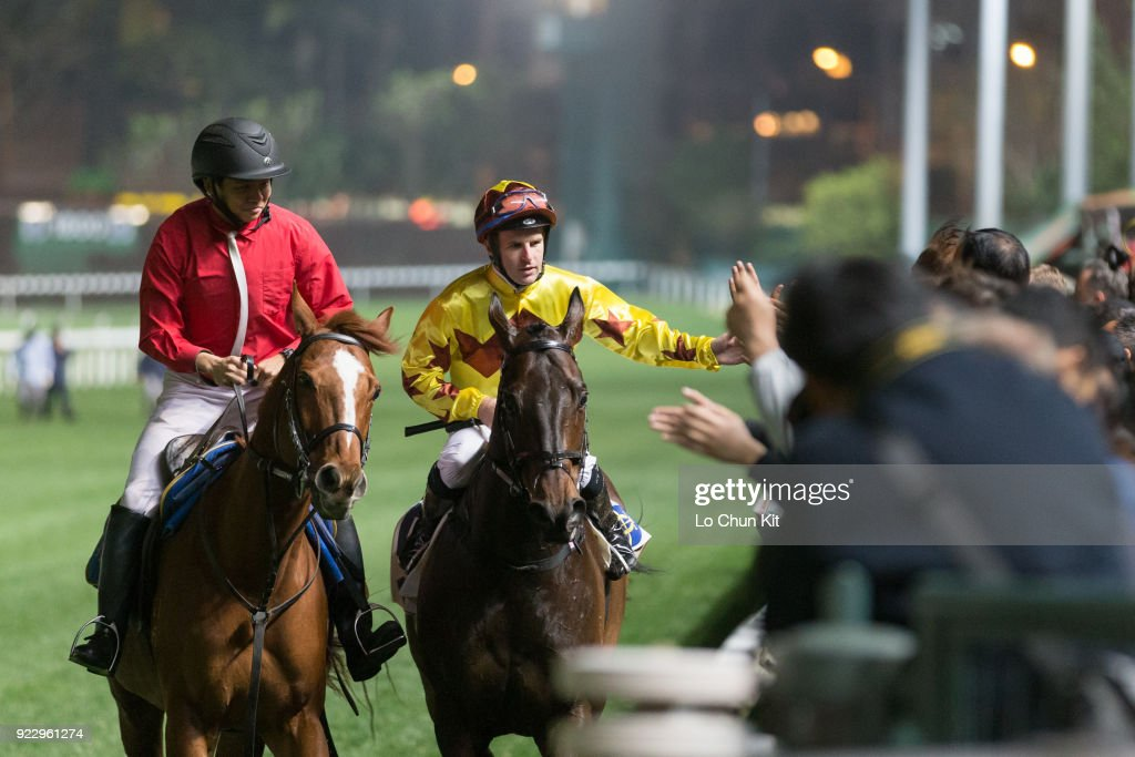Horse Racing in Hong Kong - Happy Valley Racecourse : Fotografía de noticias