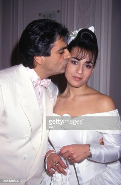 Jocya Macias le jour de son mariage, ici avec son père Enrico, à la synagogue des Tournelles le 9 février 1992 à Paris, France.