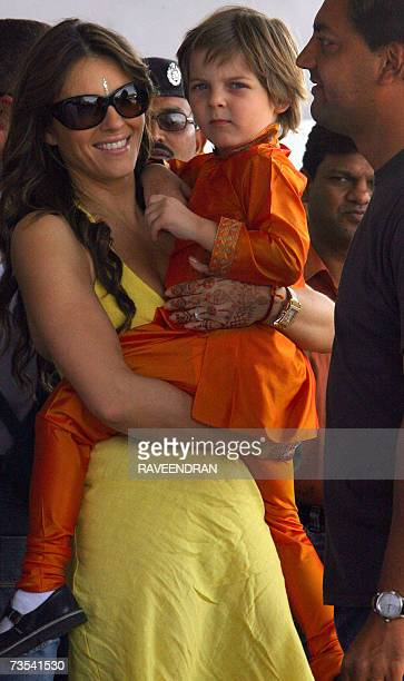 British actress Elizabeth Hurley carries her son Damian as they arrive at Jodhpur Airport 10 March 2007 before boarding an aeroplane for Mumbai...