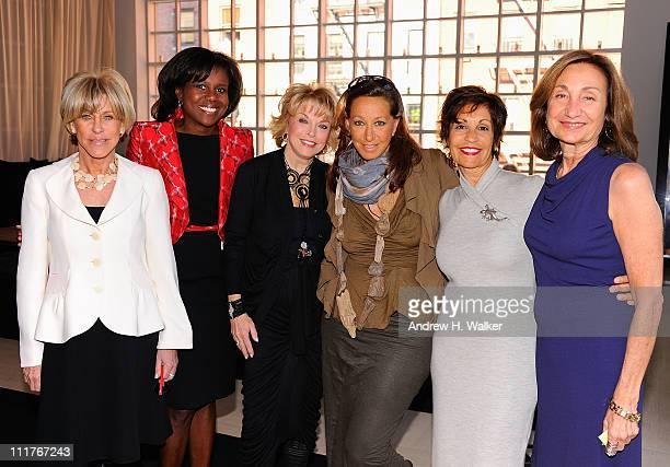 Jodi Evans Deborah Roberts Pat Mitchell Donna Karan Pamela Serure and Carole Isenberg attend the Events Of The Heart The Million Women's Heart Summit...