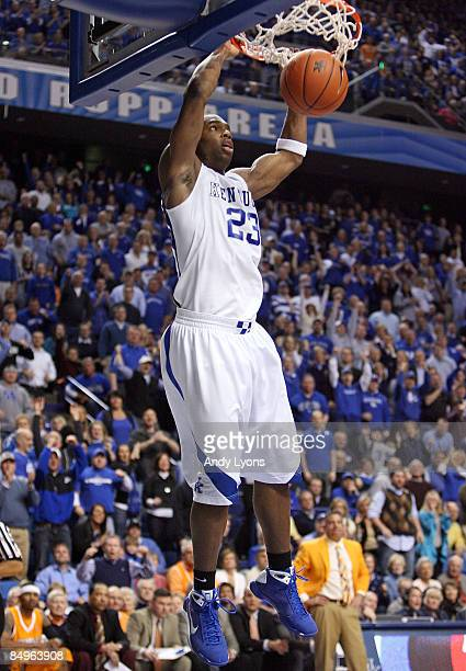 Jodie Meeks of the Kentucky Wildcats dunks the ball during the SEC game against the Tennessee Volunteers at Rupp Arena on February 21, 2009 in...