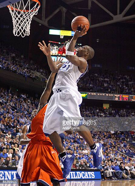 Jodie Meeks of the Kentucky Wildcats shoots the ball during the SEC game against the Auburn Tigers at Rupp Arena on January 21 2009 in Lexington...