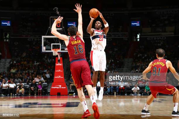 Jodie Meeks of the Washington Wizards shoots the ball during the preseason game against the Cleveland Cavaliers on October 8 2017 at Capital One...