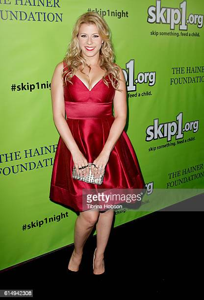 Jodie Sweetin attends the Skip1 Night at Loews Hollywood Hotel on October 15, 2016 in Hollywood, California.