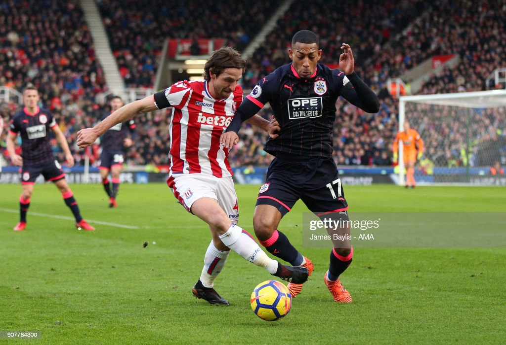 Stoke City v Huddersfield Town - Premier League : News Photo