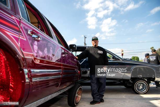 Joe Arevalo, President of the StreetWise SFV chapter, showcases his 1991 Lincoln Town Car during cruise night at Cupids Hot Dogs Winnetka location in...