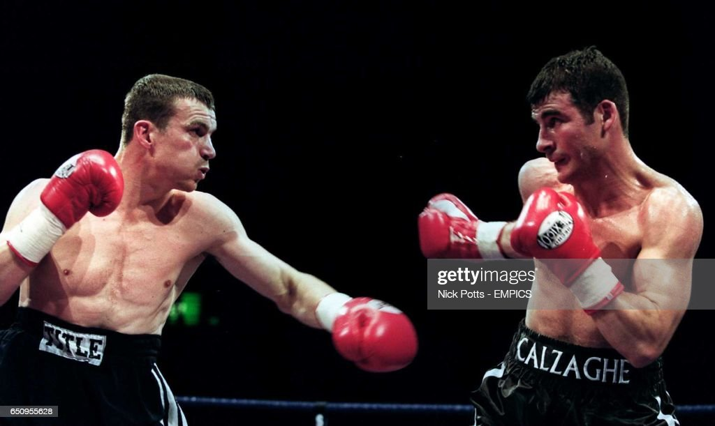 Boxing - WBO Super-Middleweight Championship - Joe Calzaghe v Richie Woodhall : News Photo