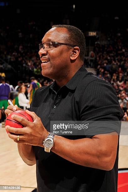 Joe Carter a former baseball player with the Toronto Blue Jays signs autographs for fans during an NBA game between the New Orleans Hornets and...