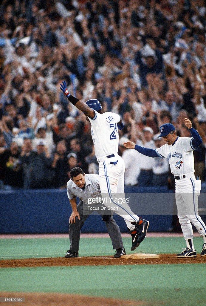 1993 World Series Game 6 - Philadelphia Phillies v Toronto Blue Jays : News Photo