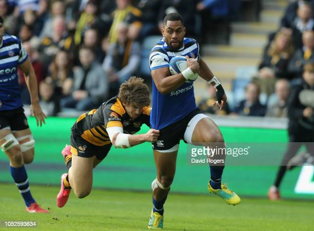 Joe Cokanasiga of Bath breaks clear to score the first try during the Champions Cup match between Wasps and Bath Rugby at Ricoh Arena on October 20...