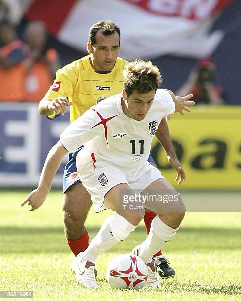 Joe Cole controls the ball in front of Hayder Palacio at Giants Stadium in East Rutherford NJ on May 31 2005 England defeats Columbia 32