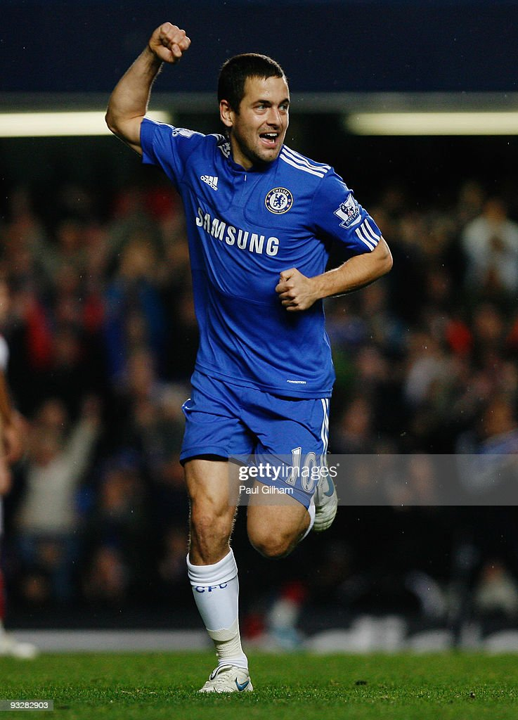 Joe Cole of Chelsea celebrates scoring their fourth goal during the Barclays Premiership match between Chelsea and Wolverhampton Wanderers at Stamford Bridge on November 21, 2009 in London, England.