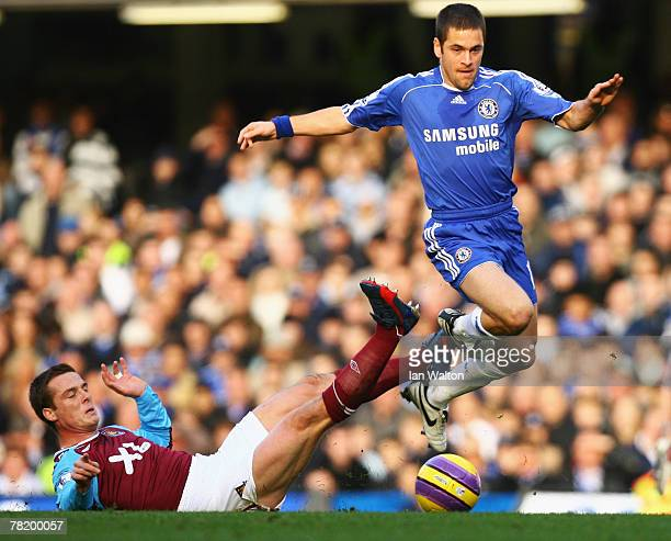 Joe Cole of Chelsea evades Scott Parker of West Ham United during the Barclays Premier League match between Chelsea and West Ham United at Stamford...