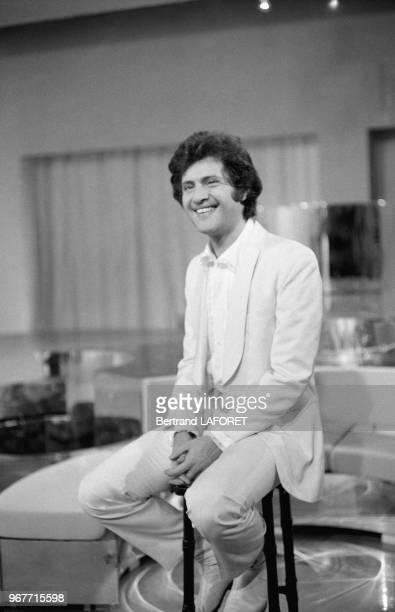 Joe Dassin dans une émission de télévision le 25 novembre 1970 à Paris France