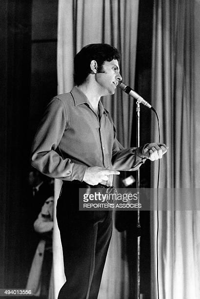 Joe Dassin en concert circa 1970