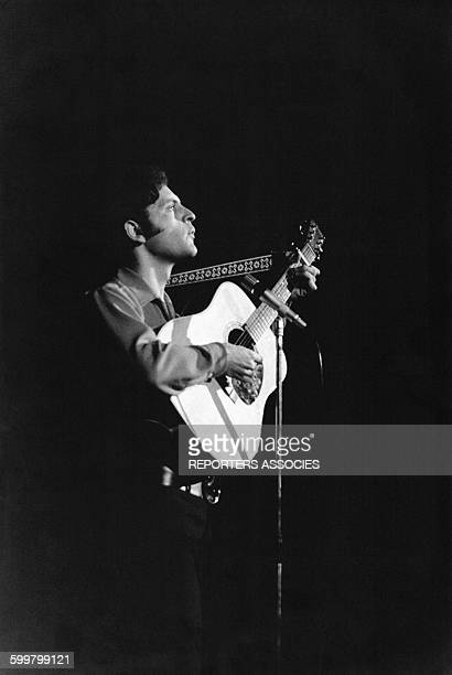 Joe Dassin lors d'un concert le 20 mars 1967 à Paris France