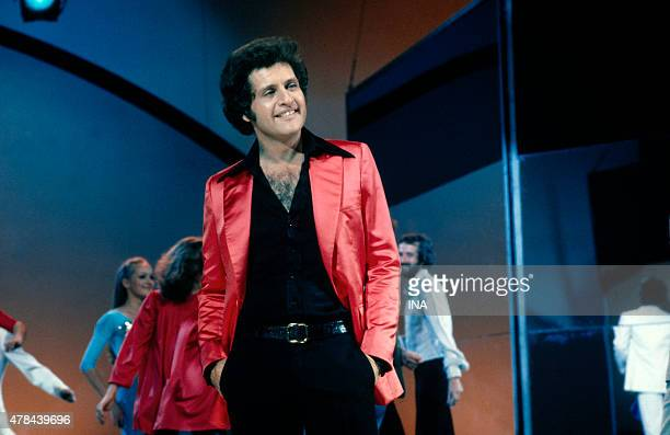 Joe Dassin on the set of Number one