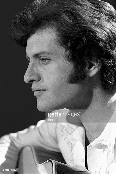 Joe Dassin's portrait during the recording of the program ''Arpeggios''