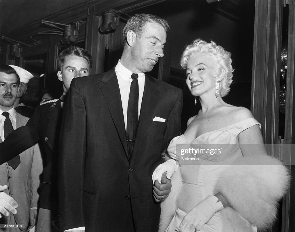 Marilyn Monroe and Joe DiMaggio : News Photo