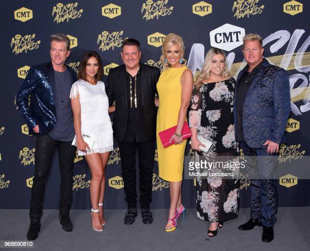 Joe Don Rooney Tiffany Fallon Jay DeMarcus Allison Alderson guest and Gary LeVox of Rascal Flatts attend the 2018 CMT Music Awards at Bridgestone...