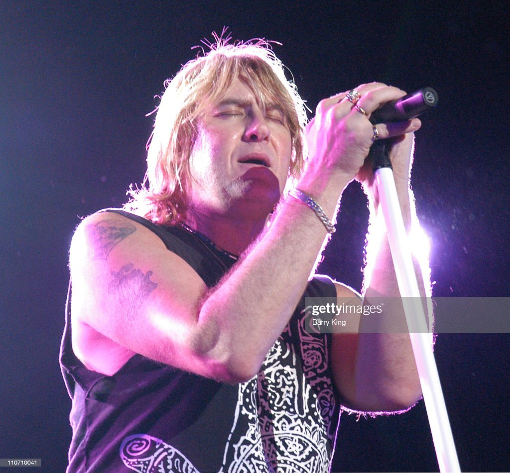 Def Leppard In Concert - October 3, 2003 : News Photo
