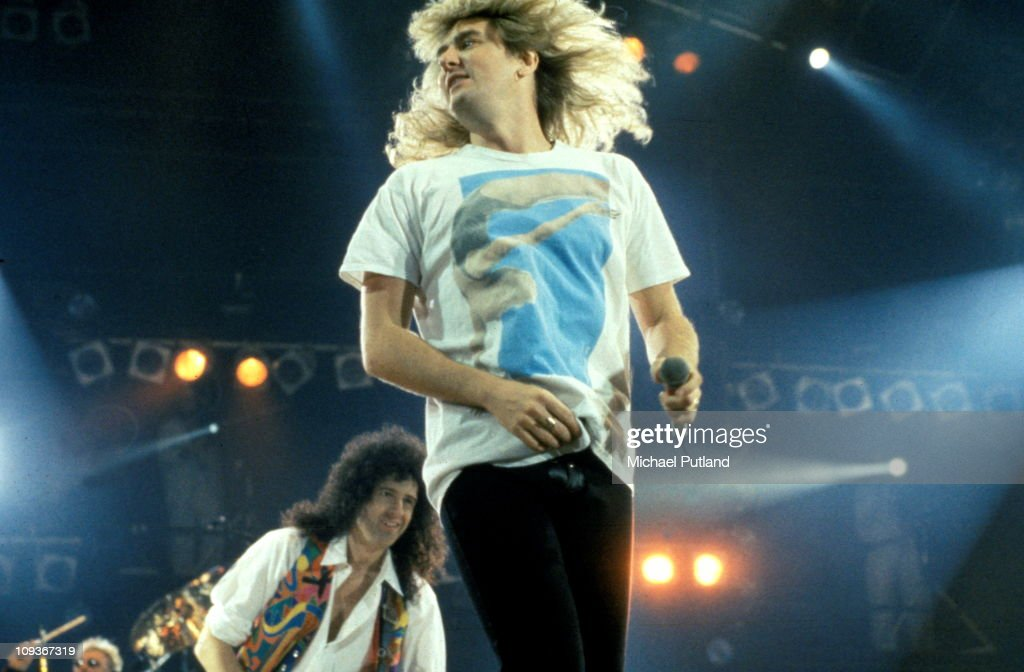 Joe Elliott of Def Leppard and Brian May of Queen perform on stage at Freddie Mercury Tribute Concert, Wembley, London, 20th April 1992.