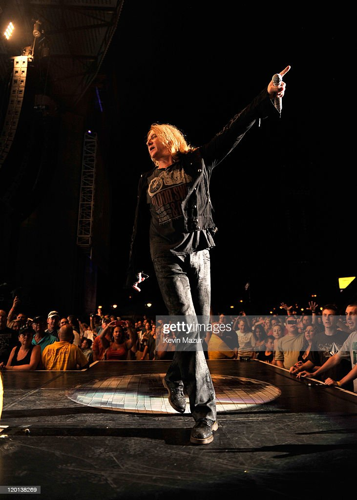 Def Leppard Performs with Special Guest Heart : News Photo