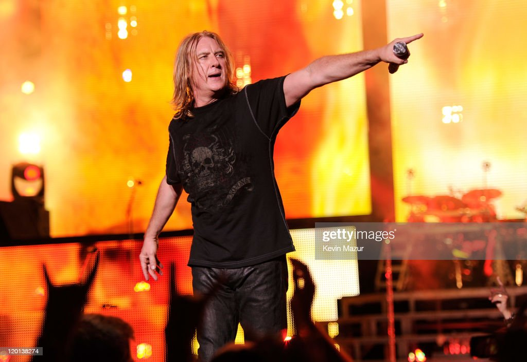 Def Leppard Performs with Special Guest Heart