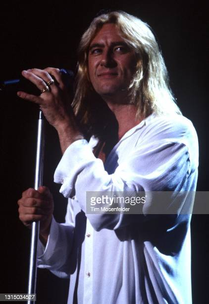 Joe Elliott of Def Leppard performs at Shoreline Amphitheatre on August 31, 1996 in Mountain View, California.
