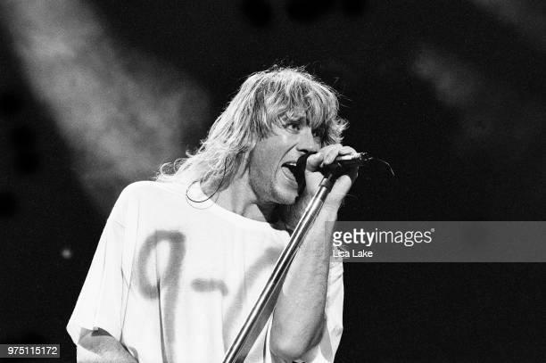 Joe Elliott of Def Leppard performs on August 03, 1993 in Allentown, Pennsylvania.