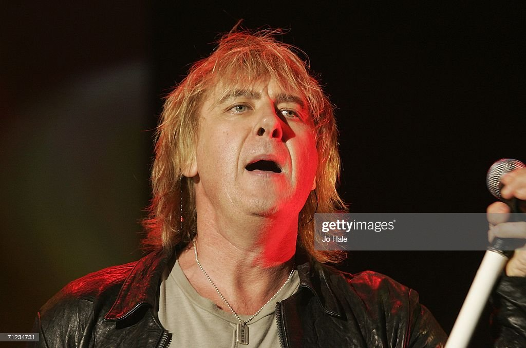 Def Leppard Play Carling Apollo Hammersmith : News Photo