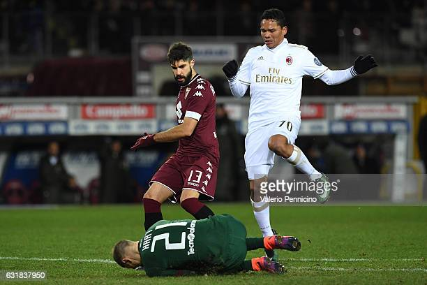 Joe Hart of FC Torino in action against Carlos Bacca of AC Milan during the Serie A match between FC Torino and AC Milan at Stadio Olimpico di Torino...