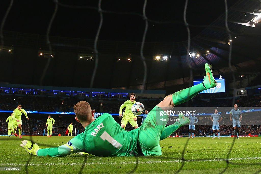 Manchester City v Barcelona - UEFA Champions League Round of 16 : News Photo