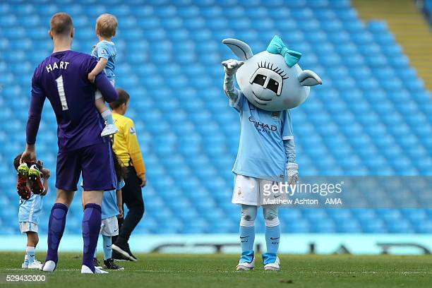 Joe Hart of Manchester City with his son Harlow Hart and Manchester City mascot Moonbeam after the Barclays Premier League match between Manchester...
