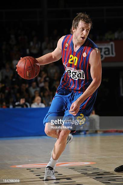 Joe Ingles #20 of FC Barcelona Regal in action during the 20122013 Turkish Airlines Euroleague Regular Season Game Day 1 between FC Barcelona Regal v...