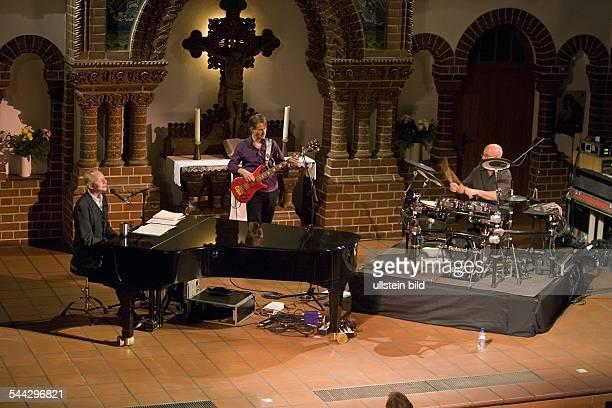 Joe Jackson - Musiker, GB: Auftritt mit Graham Maby und David Houghton in der Berliner Passionskirche