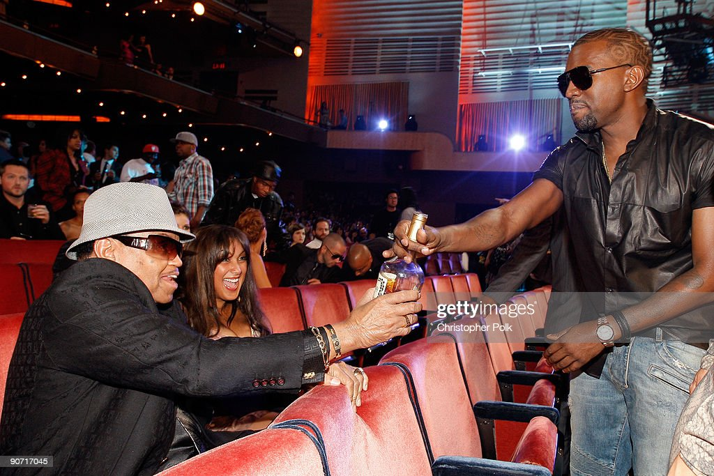 Joe Jackson (L) talks with Kanye West the 2009 MTV Video Music Awards at Radio City Music Hall on September 13, 2009 in New York City.