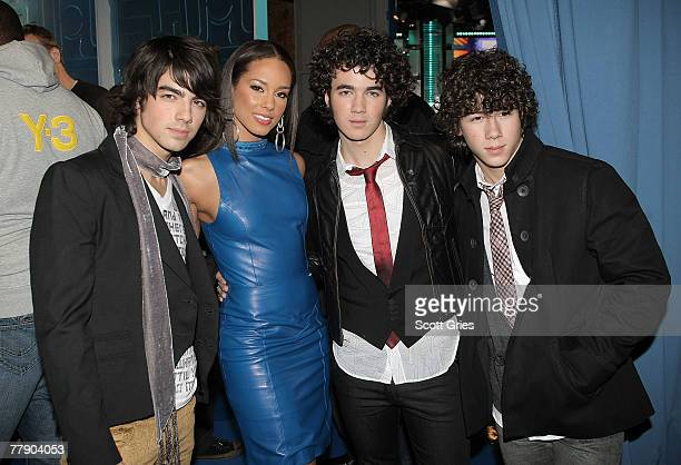 Joe Jonas Alicia Keys Kevin Jonas and Nick Jonas pose for a photo backstage during MTV's Total Request Live at the MTV Times Square Studios November...