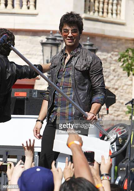 Joe Jonas performs at the Jonas Brother's summer tour kickoff at The Grove on May 15, 2010 in Los Angeles, California.