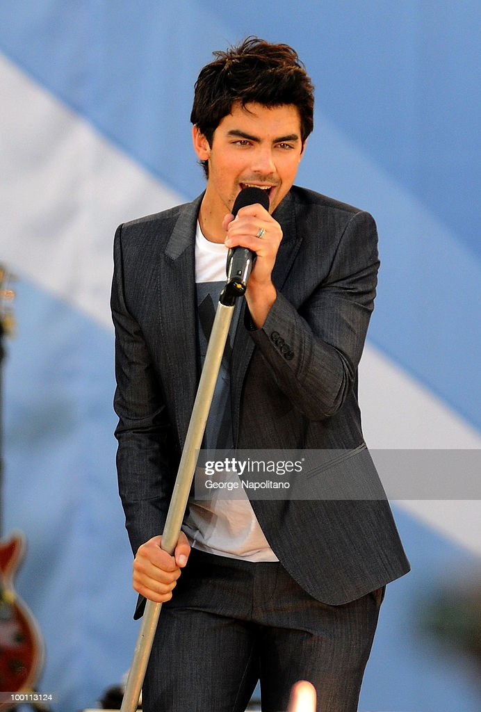 Joe Jonas performs on ABC's 'Good Morning America' summer concert series at Rumsey Playfield on May 21, 2010 in New York City.