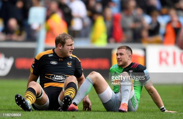 Joe Launcbury of Wasps sits with a dejected Mike Brown of Harlequins after the final whistle during the Gallagher Premiership Rugby match between...