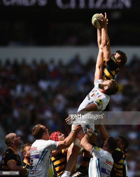 Joe Launchbury of Wasps and Geoff Parling of Exeter Chiefs attempt to catch the ball at a line out during the Aviva Premiership Final between Wasps...