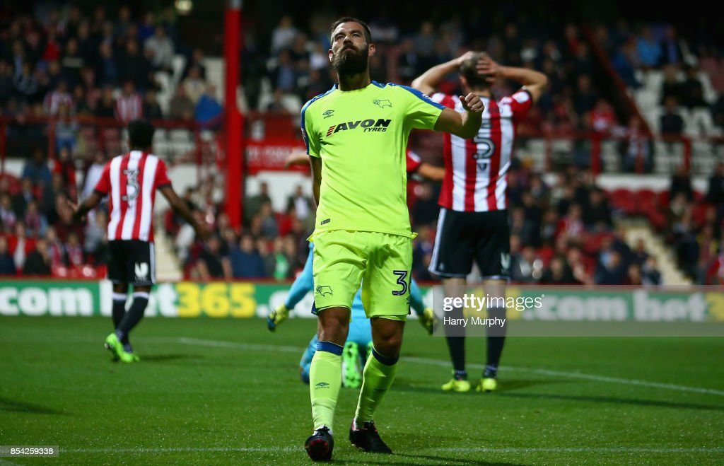 Joe Ledley of Derby County celebrates scoring his teams first goal during the Sky Bet Championship match between Brentford and Derby County at Griffin Park on September 26, 2017 in Brentford, England.