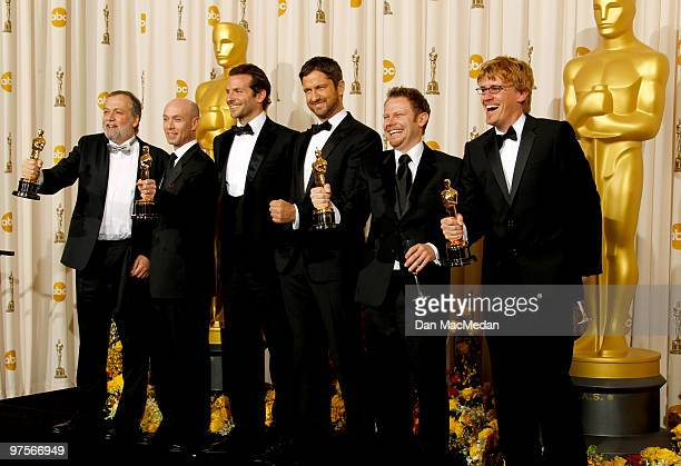 Joe Letteri Stephen Rosenbaum Richard Baneham and Andrew R Jones with their Oscar for Achievement in Visual Effects for 'Avatar' in the press room at...