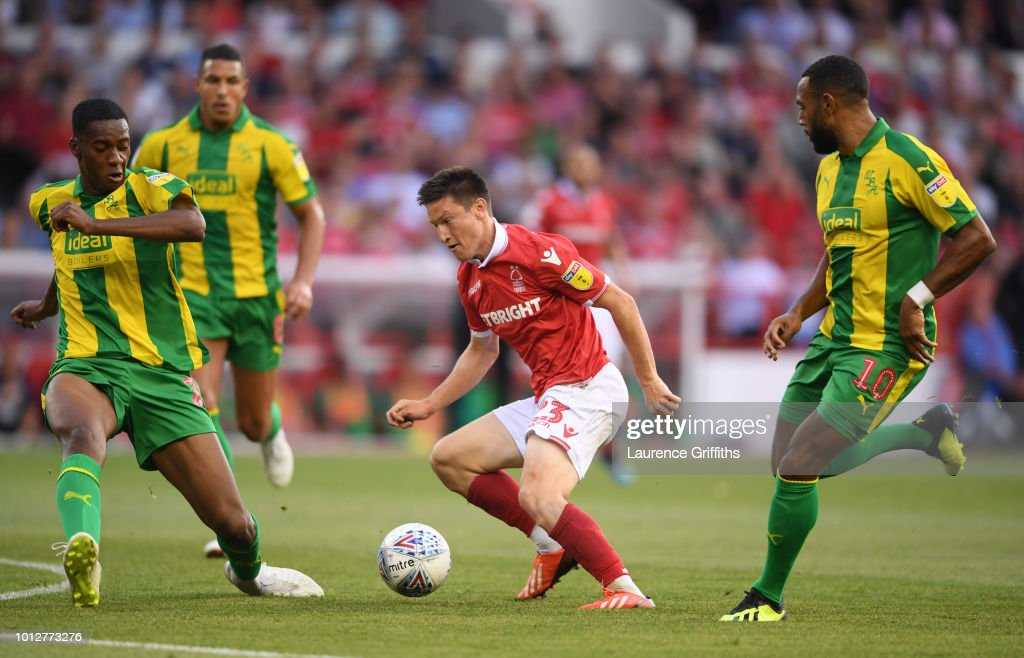Joe Lolley of Nottingham Forest battles with Oluwatosin Adarabioyo and Matt Phillips of West Bromwich Albion during the Sky Bet Championship match between Nottingham Forest and West Bromwich Albion at City Ground on August 7, 2018 in Nottingham, England.