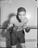Joe louis in boxing stance chicago illinois circa 1935 picture id591398213?s=170x170