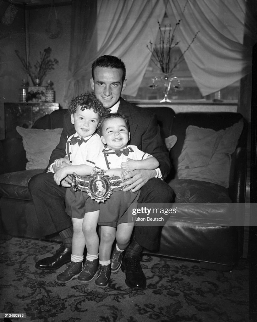 Joe Lucy at Home With His Sons : News Photo